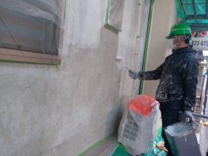 外壁下塗りシーラー、軒天、肌合わせ施工中