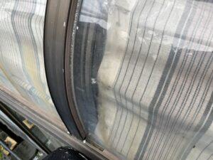 冊子ガラス窓廻りコーキング施工前